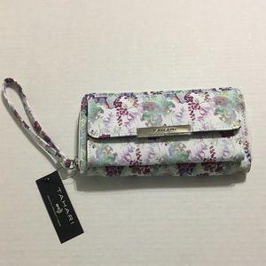 Tahari Trendsetter RFID wristlet wallet